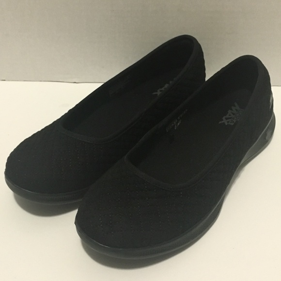 5fa28c875f6e Skechers Go Step Lite Slip On Shoes Womens 7.5. M 5c607086a31c3318d6e9d971